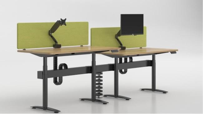 站立办公桌实力改善员工健康状况
