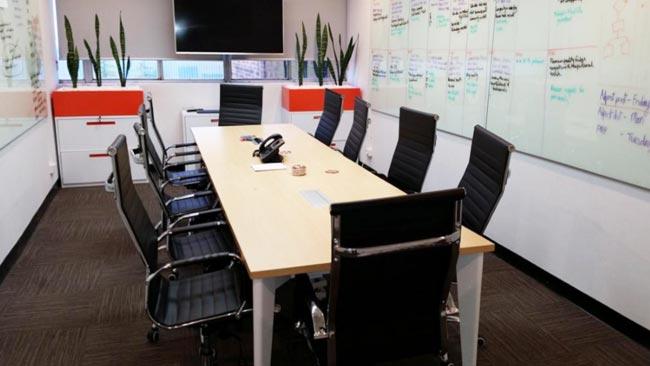 奥美丽悉尼科技公司电动升降办公桌